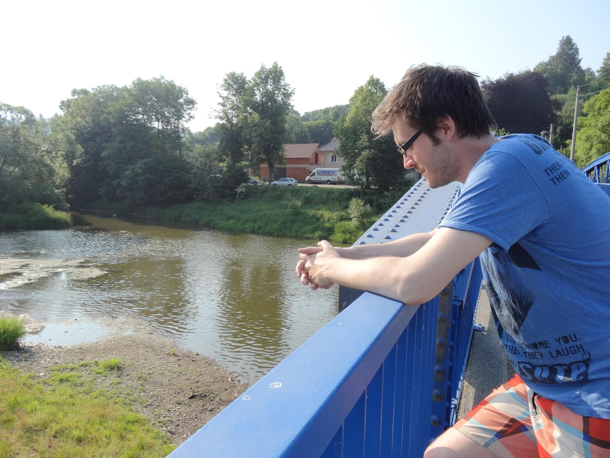 francois hokonono bridge trought water