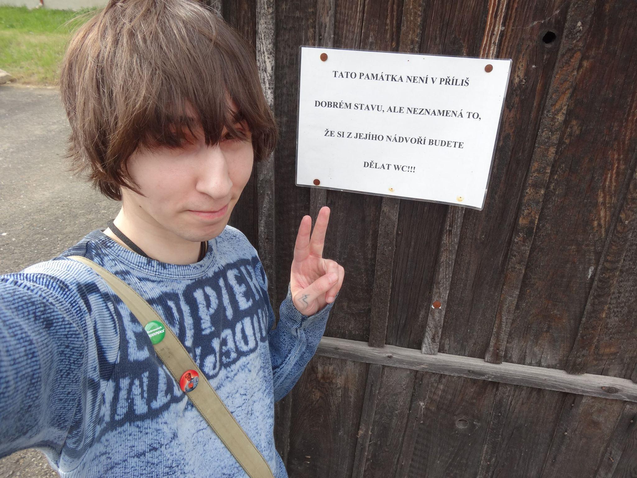 wc sign peace hikaru tenshin hokonono